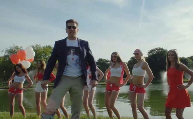 """Filip Chajzer też trzyma kciuki. Zobacz klip do piosenki """"Polska gra"""""""