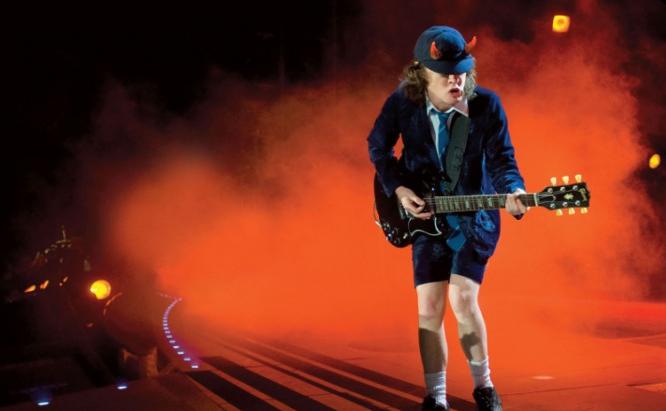 Axl Rose jednak zaśpiewa z AC/DC? Wokalista przyłapany pod salą prób zespołu