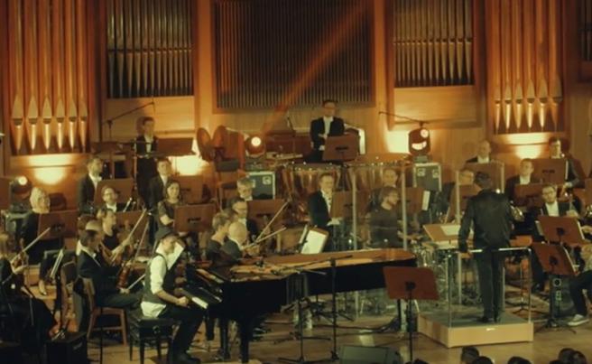"""Tau gościem Pawbeatsa. Nowe wideo promujące """"Orchestrę"""""""