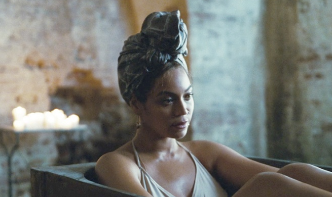Beyonce krwawiła na koncercie. Fani tną się w geście solidarności