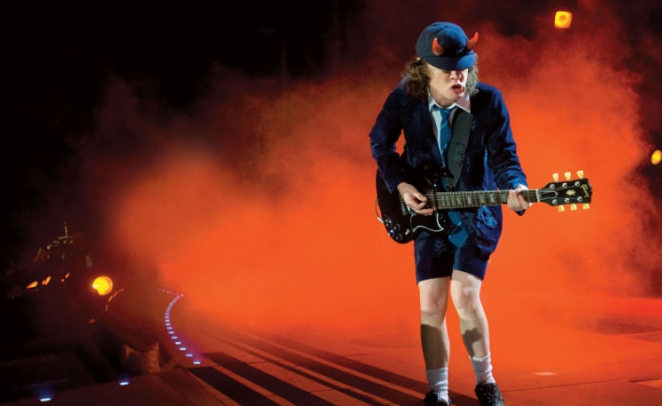 Angus Young z AC/DC gościem Guns N' Roses (wideo)