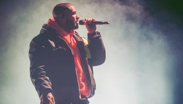 Drake prezentuje dwie nowe piosenki. W jednej z nich pojawia się topowy gość
