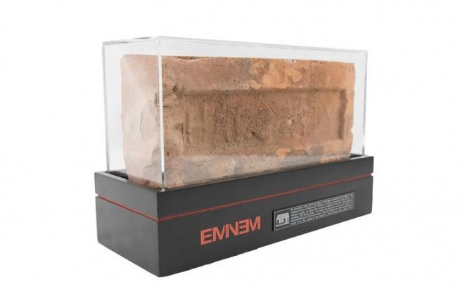 Eminem sprzedaje cegły z rodzinnego domu