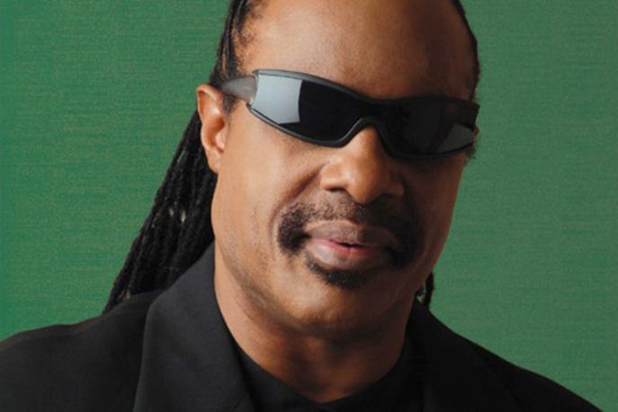 """Stevie Wonder: """"Głosowanie na Trumpa jest jak proponowanie mi prowadzenia samochodu"""""""