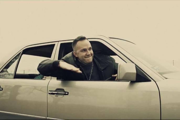 Kuba Knap, Stasiak i Ten Typ Mes w nowym klipie DJ-a Decksa