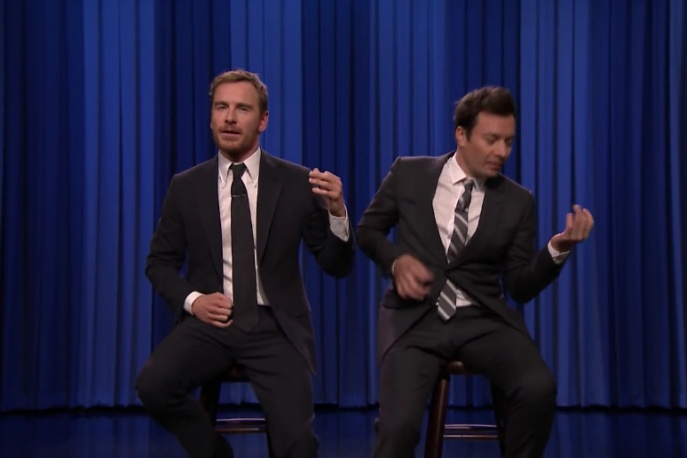 "Jimmy Fallon i Michael Fassbender w pojedynku ""air guitar"""