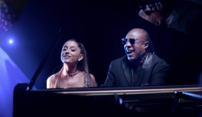 "Stevie Wonder i Ariana Grande w klipie do ""Faith"""