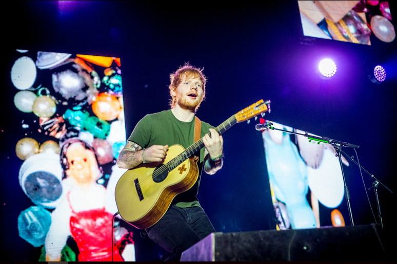 """Tatuażysta Eda Sheerana przyznaje: """"Jego tatuaże są okropne"""""""