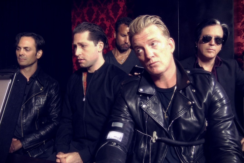 Queens Of The Stone Age uhonorowali Anthony'ego Bourdaina