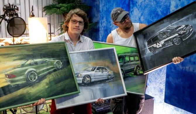 Obrazy przedstawiające samochody TDF-a na licytacji
