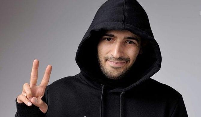 Arab w spontanicznym numerze z debiutującymi raperami