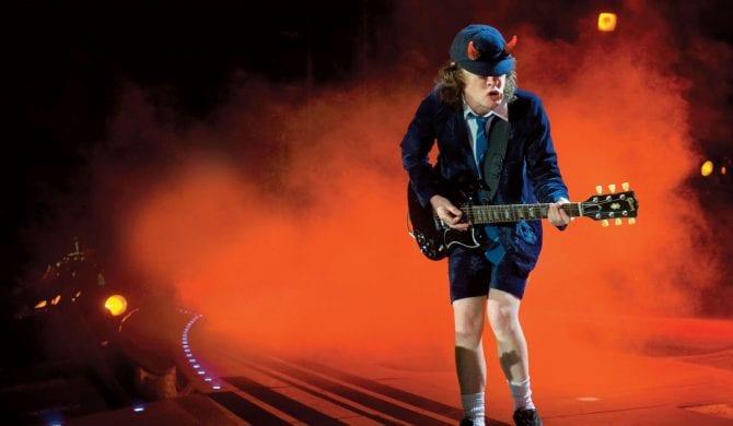 Teksty piosenek legendarnego AC/DC zmiksowane przez Sztuczną Inteligencję