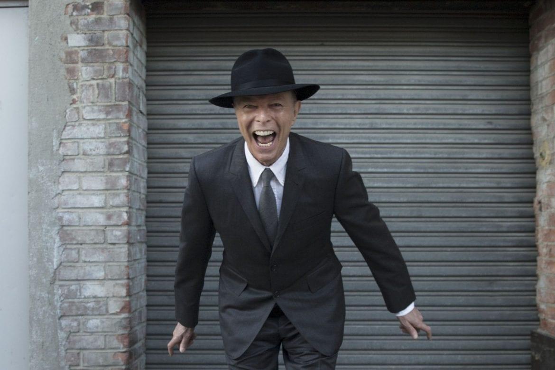 """Posłuchaj nowej wersji """"Zeroes"""" Davida Bowiego"""