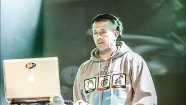 DJ Decks udowadnia, że Quebo nosi swoją polówkę co najmniej od grudnia