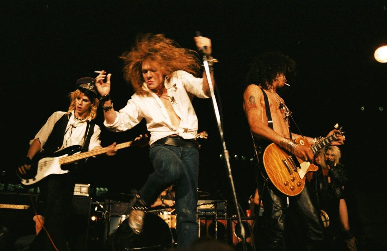 Wokalista Guns N'Roses sprzedaje koszulki uderzające w Trumpa