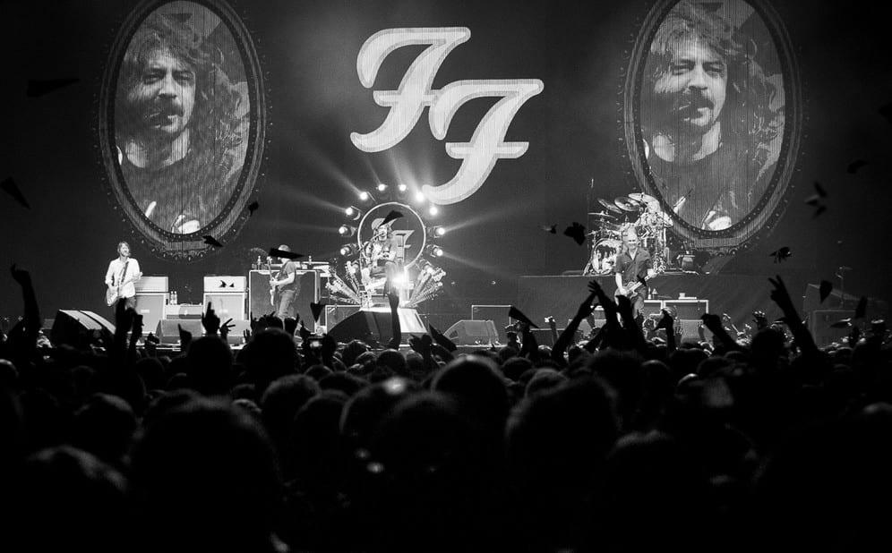 Akt przemocy seksualnej na koncercie Foo Fighters