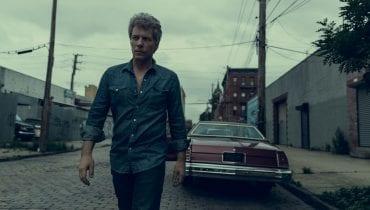 Jon Bon Jovi wspiera walkę z koronawirusem, pracując na zmywaku