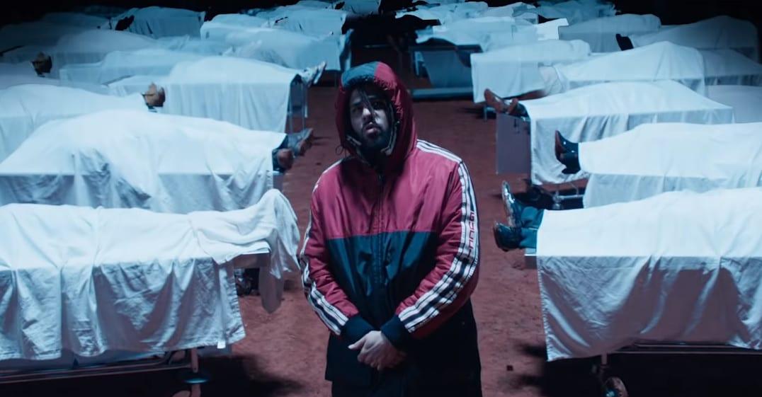 """Wypchane głowy """"twoich ulubionych raperów"""" w nowym klipie J. Cole'a"""