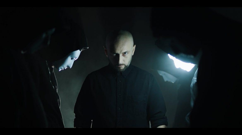 """Małpa z nowym singlem i klipem promującym """"BLUR"""". Gościnnie Ras"""
