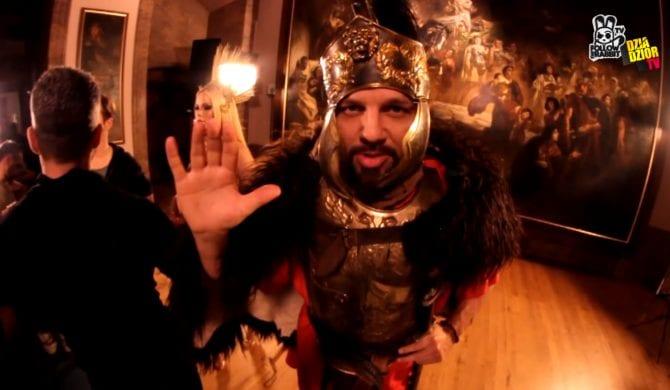 donGURALesko z kamerą na planie klipu Donatana