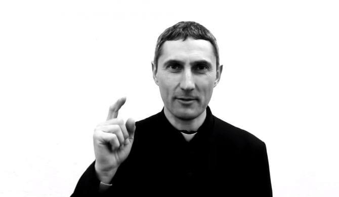 """Ks. Adam Anuszkiewicz przerabia """"Mojego ziomka"""" Ganja Mafii"""