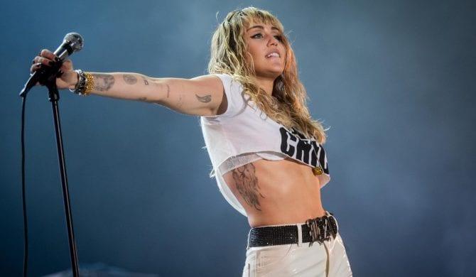Miley Cyrus coveruje The Cure i The Cranberries w szczytnym celu