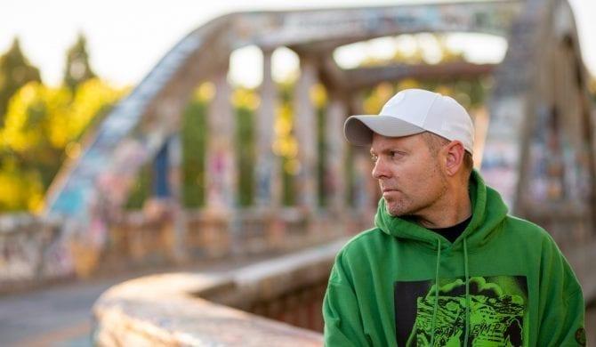 DJ Shadow sięga po klasyków rapu. Znakomite grono gości na nadchodzącej płycie