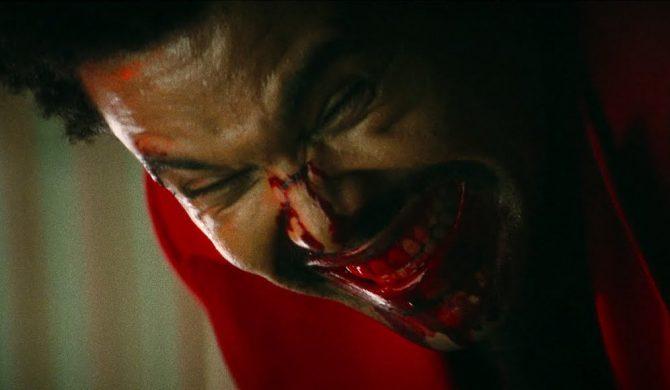 """The Weeknd znów krwawi. Zobaczcie klip do """"Blinding Lights"""""""