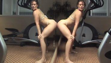 """Tove Lo w osobliwym tańcu. Zobacz """"Bikini Porn"""""""
