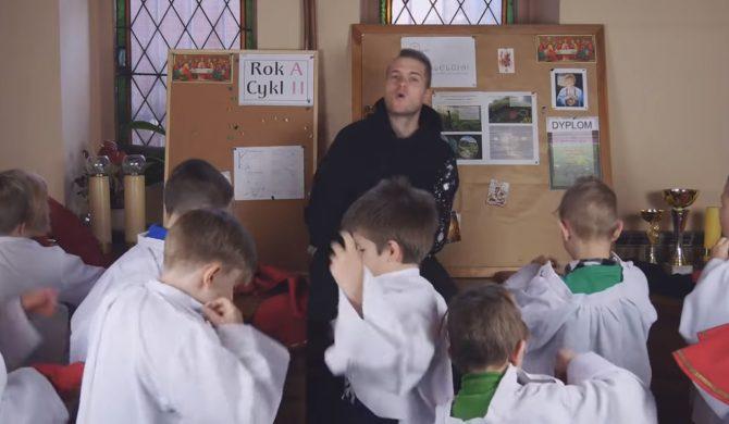 Ministranci przerabiają hit Zenka Martyniuka. Nic gorszego dziś nie zobaczycie