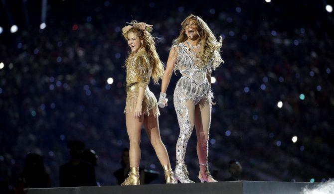 Ponad tysiąc skarg na występ Shakiry i Jennifer Lopez