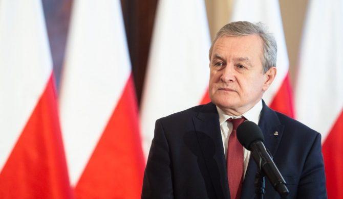 Minister Piotr Gliński komentuje incydent z uderzeniem dziennikarki przed koncertem Jana Pietrzaka