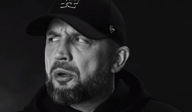 """W szufladzie czarna skrzynka, choć mawiali: """"Weź się zmień"""" – Peja z pierwszym singlem promującym płytę"""