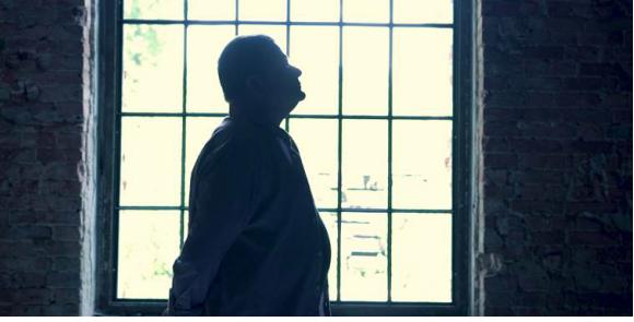 Kazik nagrywa utwór promujący film o Tomaszu Komendzie