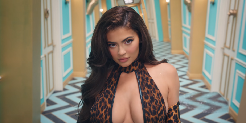 """Fani Cardi B żądają usunięcia Kylie Jenner z klipu do """"WAP"""""""