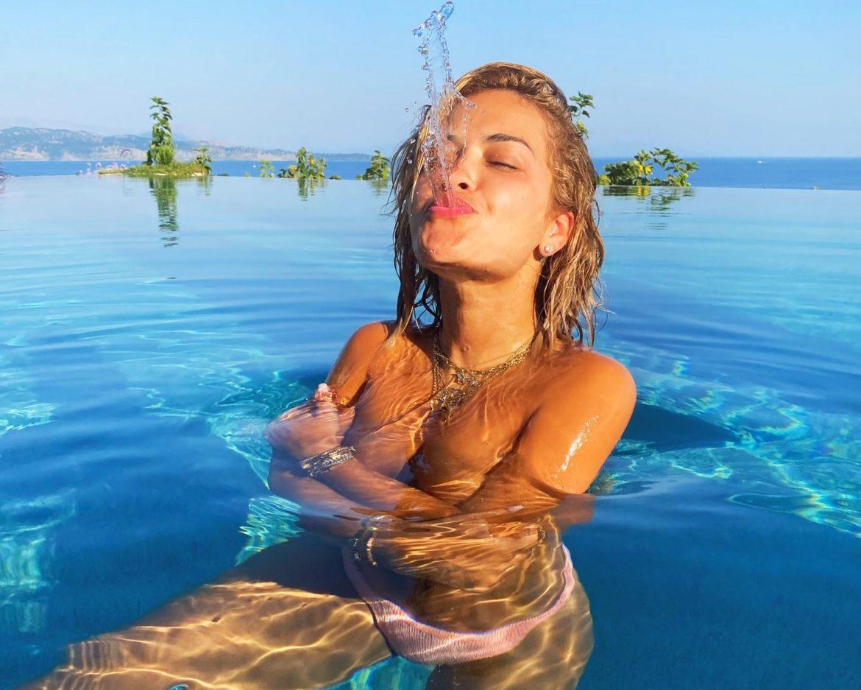 Rita Ora wspomina wakacje seksownym filmem