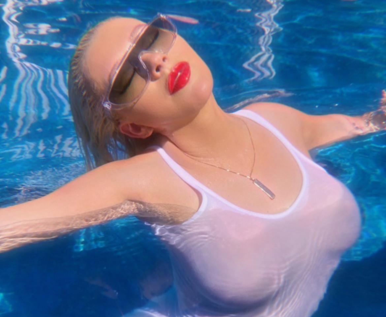 Gorąca Christina Aguilera w seksownej sesji na basenie
