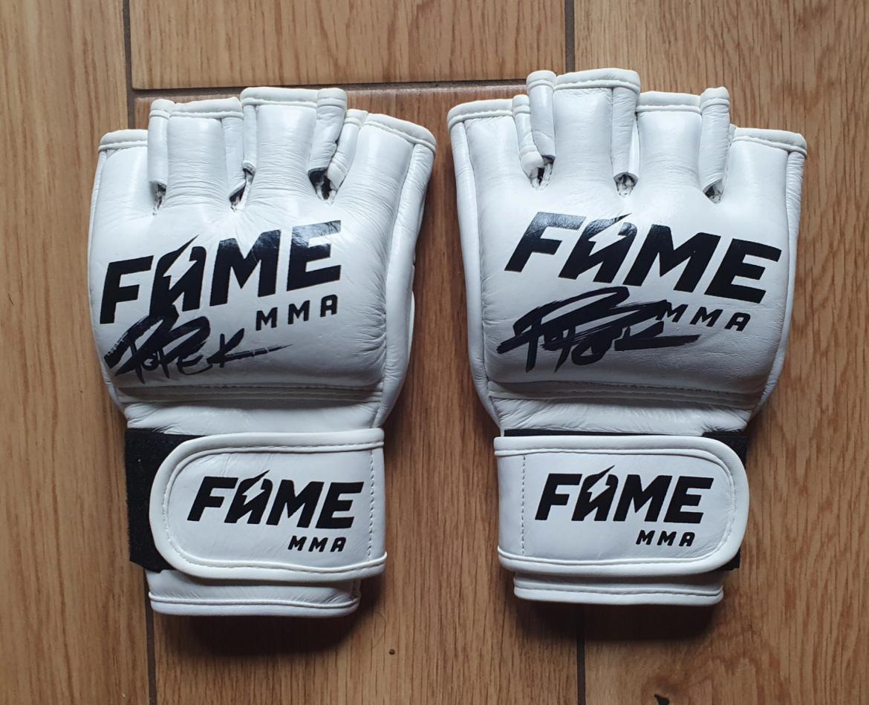 Rękawice Popka z FAME MMA dużo droższa niż rękawica z autografem Mike'a Tysona