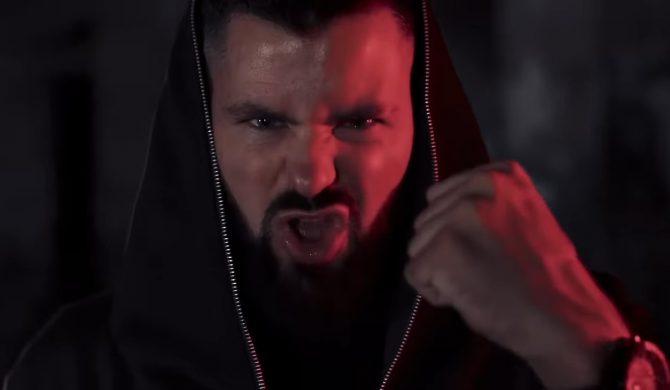 """Miała być """"Rozkosz 2"""", jest """"Mimo ran"""" – nowy singiel i klip Wojtka Goli"""