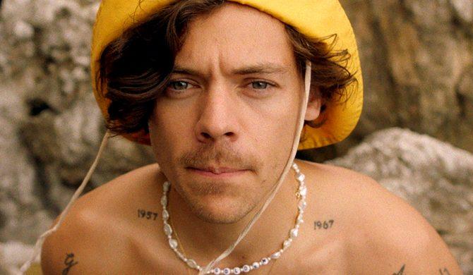 "Harry Styles prezentuje teledysk do ""Golden"""