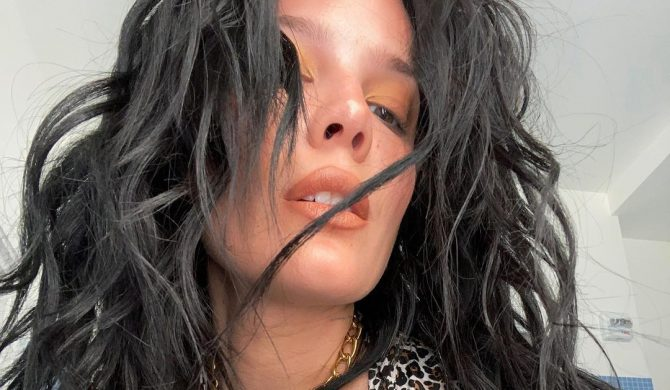 """Halsey publikuje seksowne zdjęcia, żeby przypomnieć, że nadal jest """"tą suką"""""""