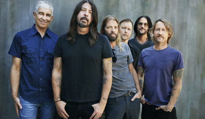 Covid-19 w szeregach Foo Fighters. Grupa zmienia plany