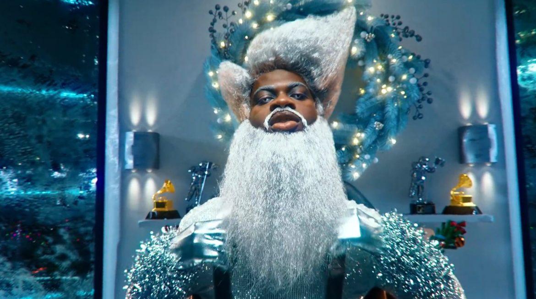 Lil Nas X jako futurystyczny św. Mikołaj