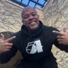 Wyciekło zdjęcie Dr. Dre po wyjściu ze szpitala. Zgadnijcie co na nim robi?