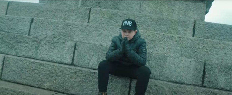 Jacy są Polacy? 11-letni raper wyjaśnia w nowym singlu