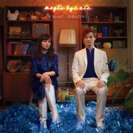 """""""Z dźwięków, które do tej pory były ignorowane przez radio, duet uczynił muzykę dla szerokiej publiczności"""" – recenzujemy nowy album Kwiatu Jabłoni"""