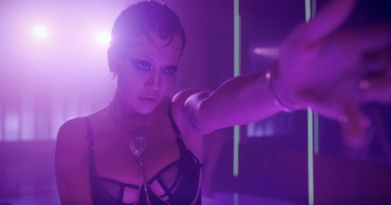"""Seksowna Rita Ora w teledysku promującym epkę """"Bang"""""""