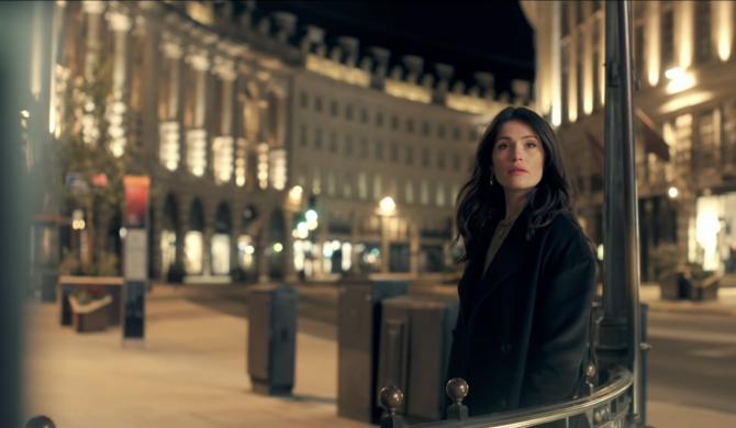 Dziewczyna Bonda w najnowszy klipie Jessie Ware. Artystki pokazują Londyn pogrążony w lockdownie