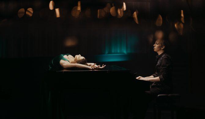 Maciej Musiałowski debiutuje muzycznie. U jego boku Julia Wieniawa, a w tle historia miłosna