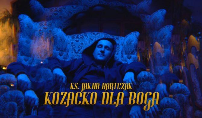 """Ks. Jakub Bartczak rapuje """"Kozacko dla Boga"""" na klubowym bicie"""